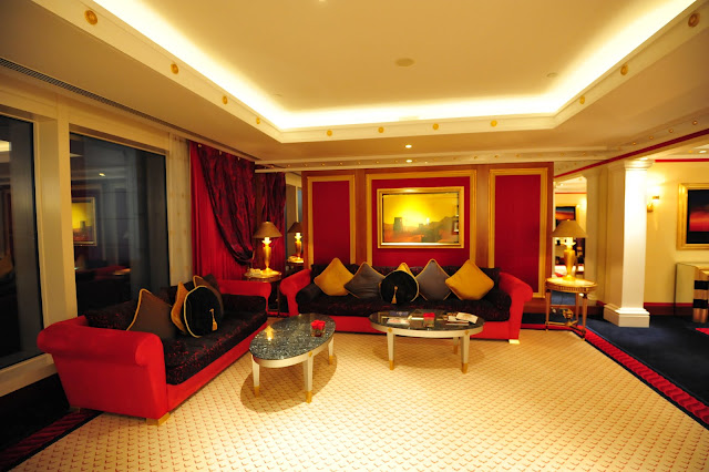 Dubai part3 hotel burj al arab moco choco for Burj khalifa hotel rooms