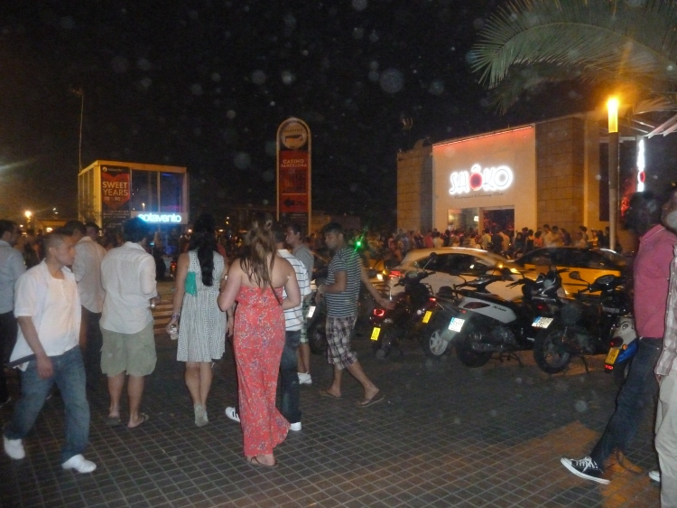 Barcelona part6 barceloneta beach moco choco for Night club barcelona