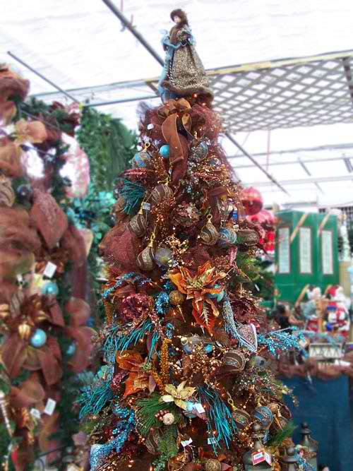 20 inspiring christmas tree decorating ideas moco choco for Christmas tree colour ideas