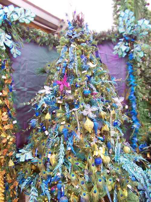 20 Inspiring Christmas Tree Decorating Ideas | moco-choco