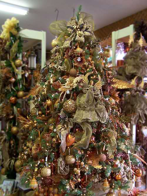 20 inspiring christmas tree decorating ideas moco choco Brown and gold christmas tree