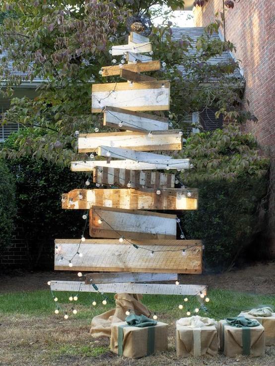 25 Amazing Outdoor Christmas Decorations | moco-choco on Patio Lights Decorating Ideas id=50128