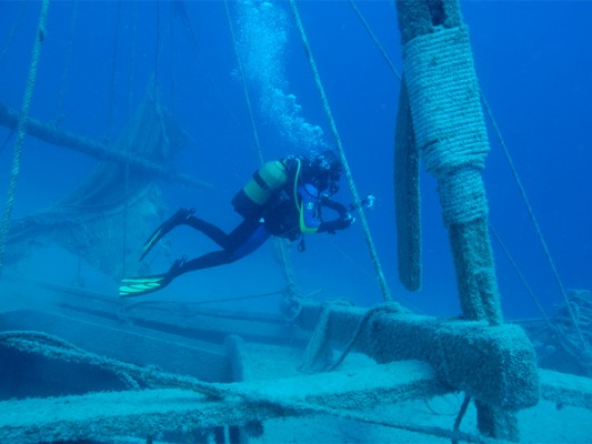http://mocochocodotcom.files.wordpress.com/2013/02/rare_archaeological_finds_uluburun_shipwreck.jpg?w=750