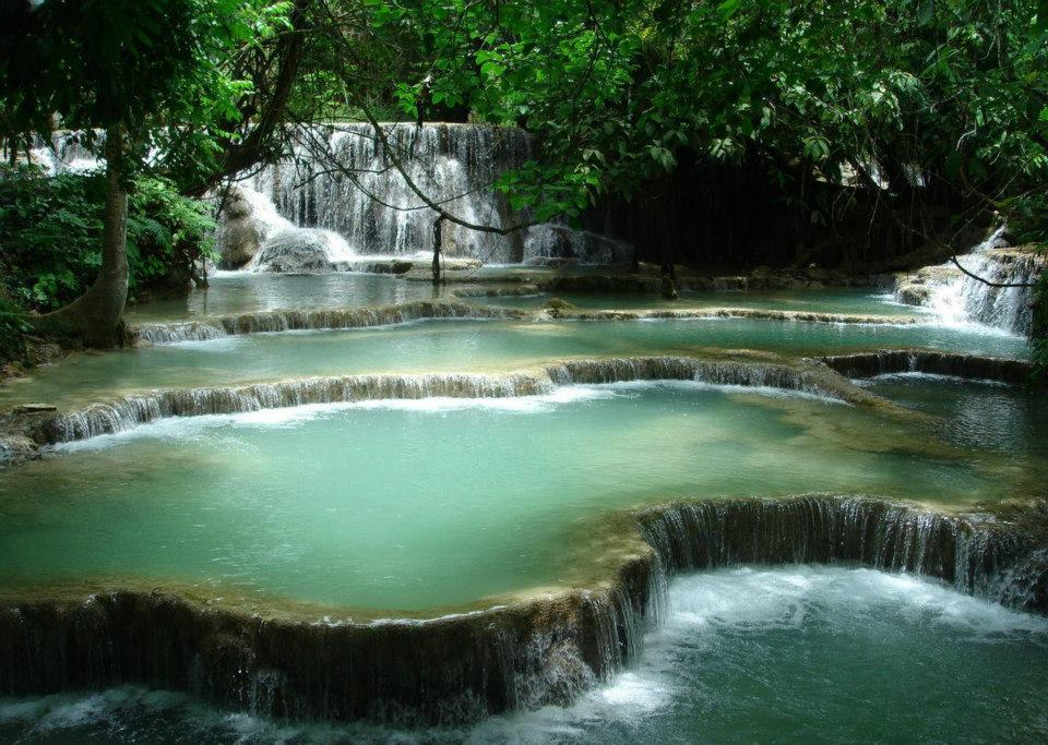 10 most beautiful natural swimming pools in the world moco choco for Swimming pools with waterfalls