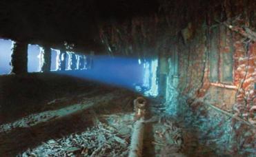 important shipwrecks-promenade of titanic