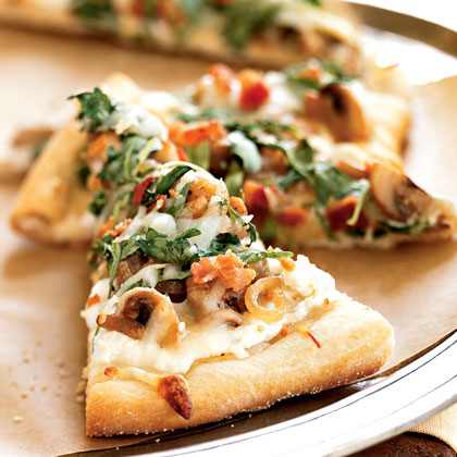 healthy pizza recipe with Arugula, Bacon, and Mushrooms
