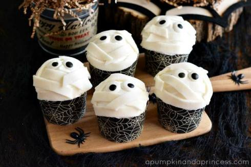 Easy and cute halloween mummies recipe