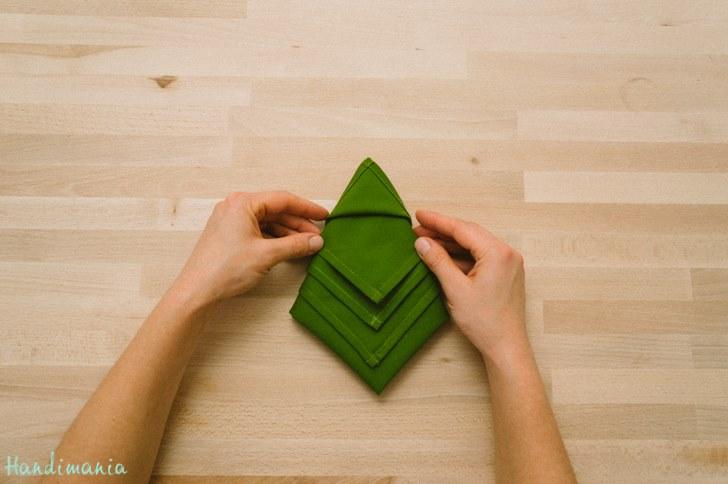 DIY Christmas Tree Napkin Fold | moco-choco
