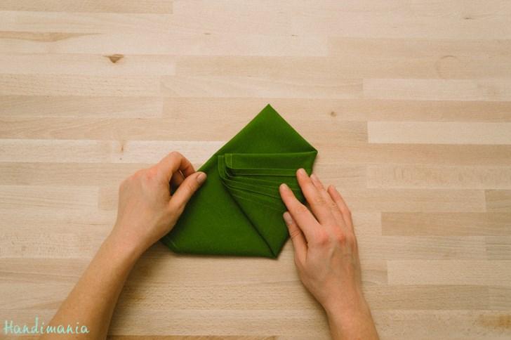 diy christmas tree napkin fold moco choco. Black Bedroom Furniture Sets. Home Design Ideas