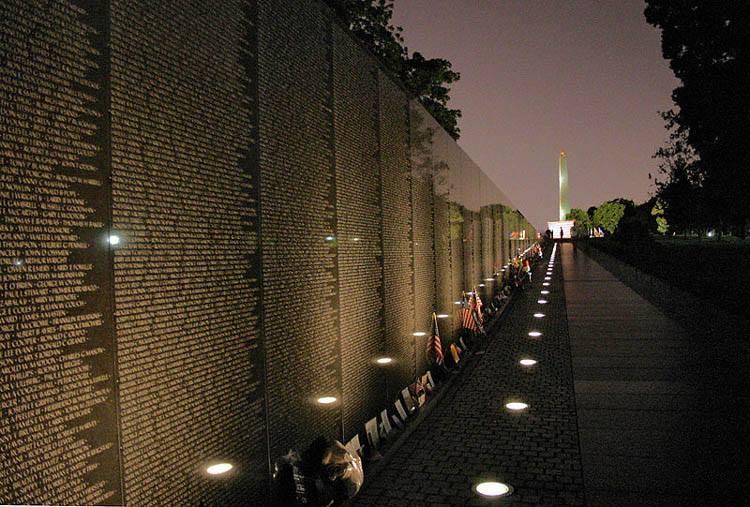 "November 11, 2013 750 × 507 10 ""Unusual"" but Unique Walls Around ..."