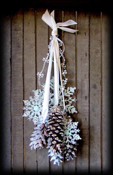 40 easy and cute diy pine cone christmas crafts moco choco for Crafts using pine cones